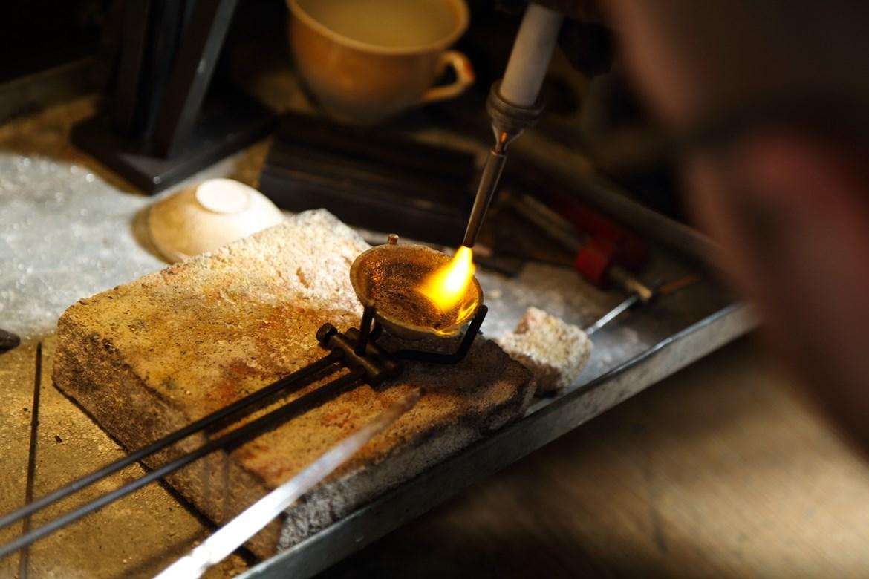 Goldschmied  Goldschmied Ausbildung: Berufsbild & freie Stellen | AZUBIYO